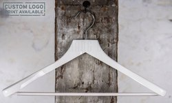 Crosby - white coat hanger with bar
