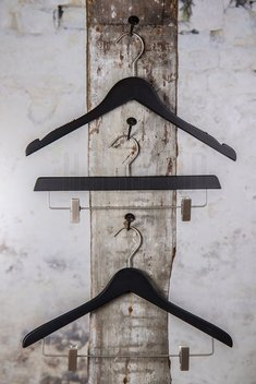 Wooden hanger with satin clips and black mat finish, 36 cm, style 2011-165-00